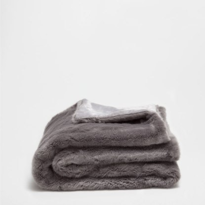 zara-home-grey-faux-fur-blanket
